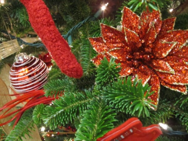 Holiday Decorating Volunteer Opportunity