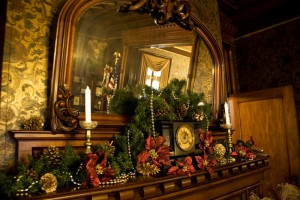 Oglesby-Christmas-Mantle
