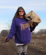 volunteer-with-bag